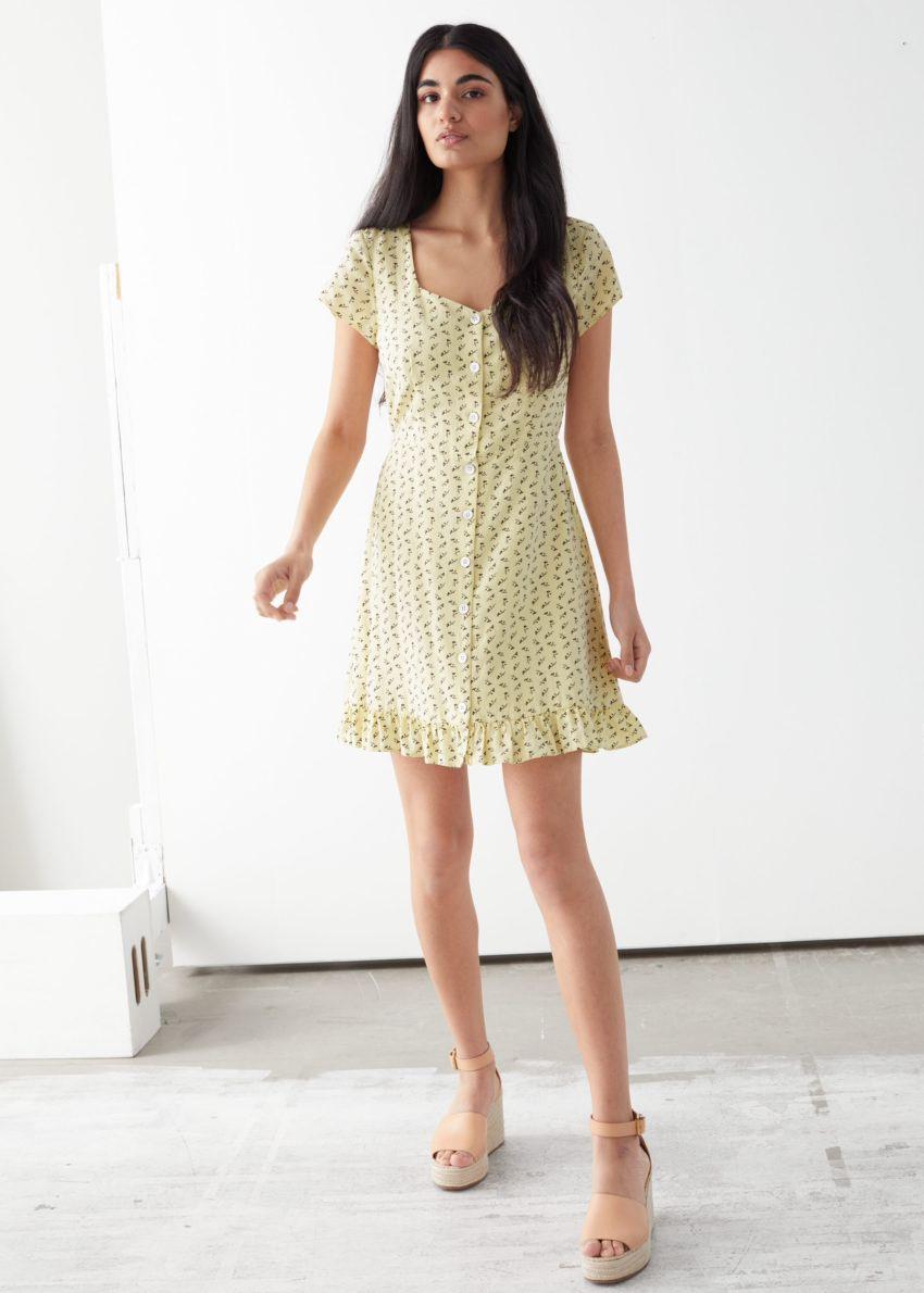 앤아더스토리즈 버튼 업 미니 드레스의 옐로우 프린트컬러 ECOMLook입니다.