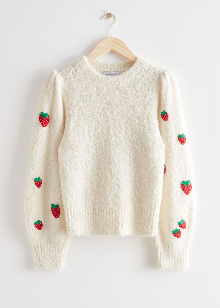 앤아더스토리즈 스트로베리 니트 스웨터의 화이트컬러 Product입니다.