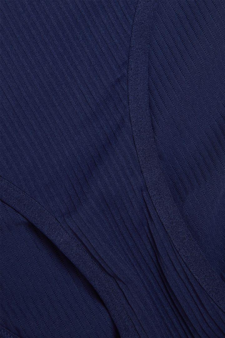 COS 리브드 슬림핏 브리프의 블루컬러 Detail입니다.
