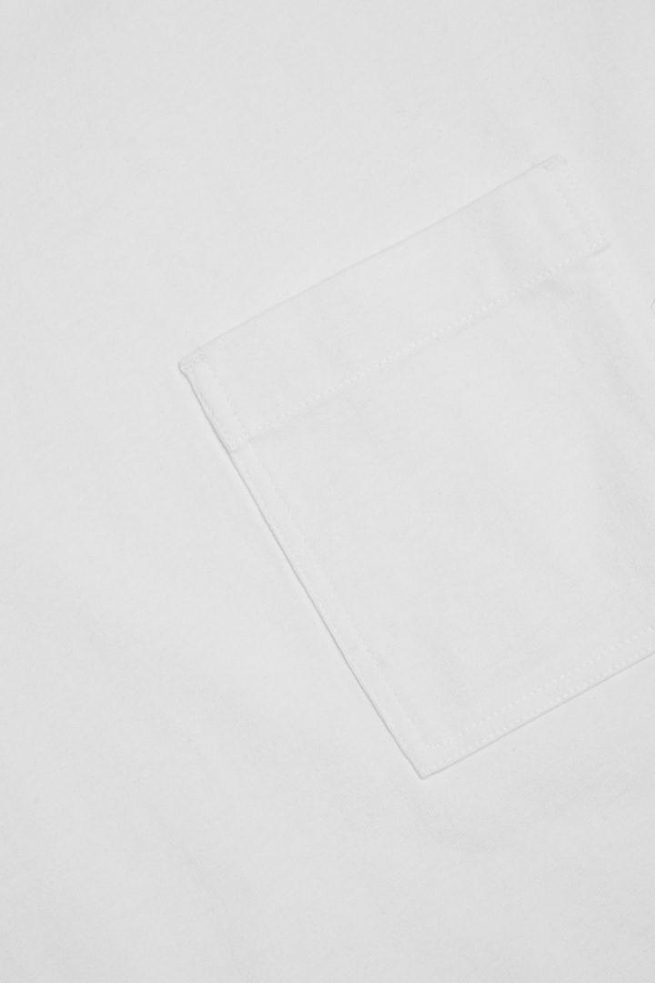 COS 오가닉 코튼 패치 포켓 티셔츠의 화이트컬러 Detail입니다.