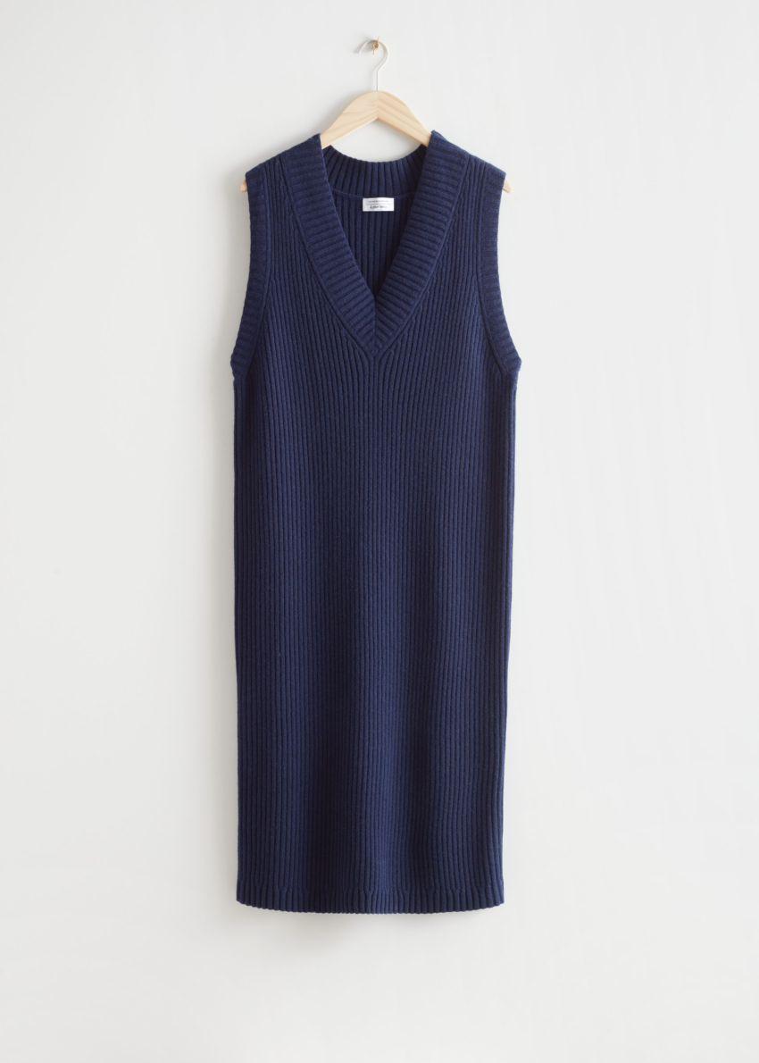 앤아더스토리즈 슬리브리스 미디 니트 드레스의 다크 블루컬러 Product입니다.