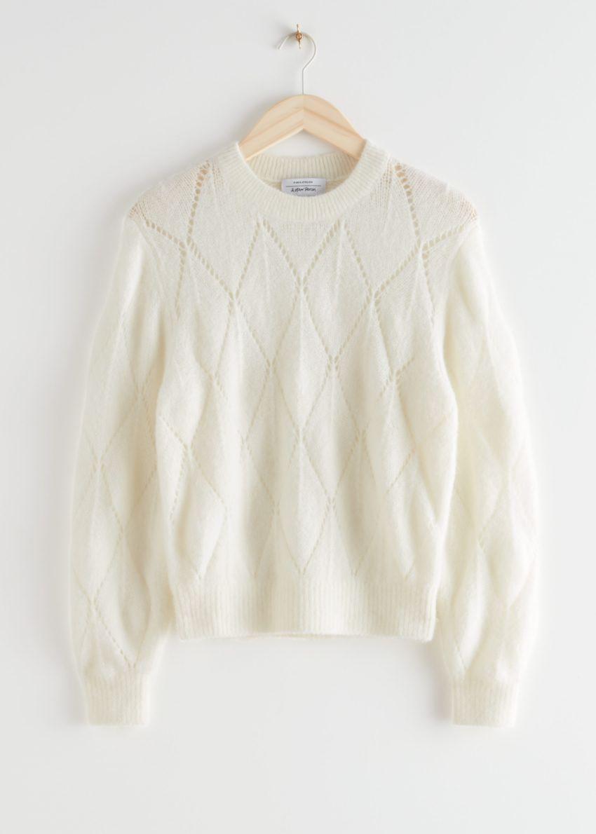 앤아더스토리즈 알파카 블렌드 니트 스웨터의 화이트컬러 Product입니다.