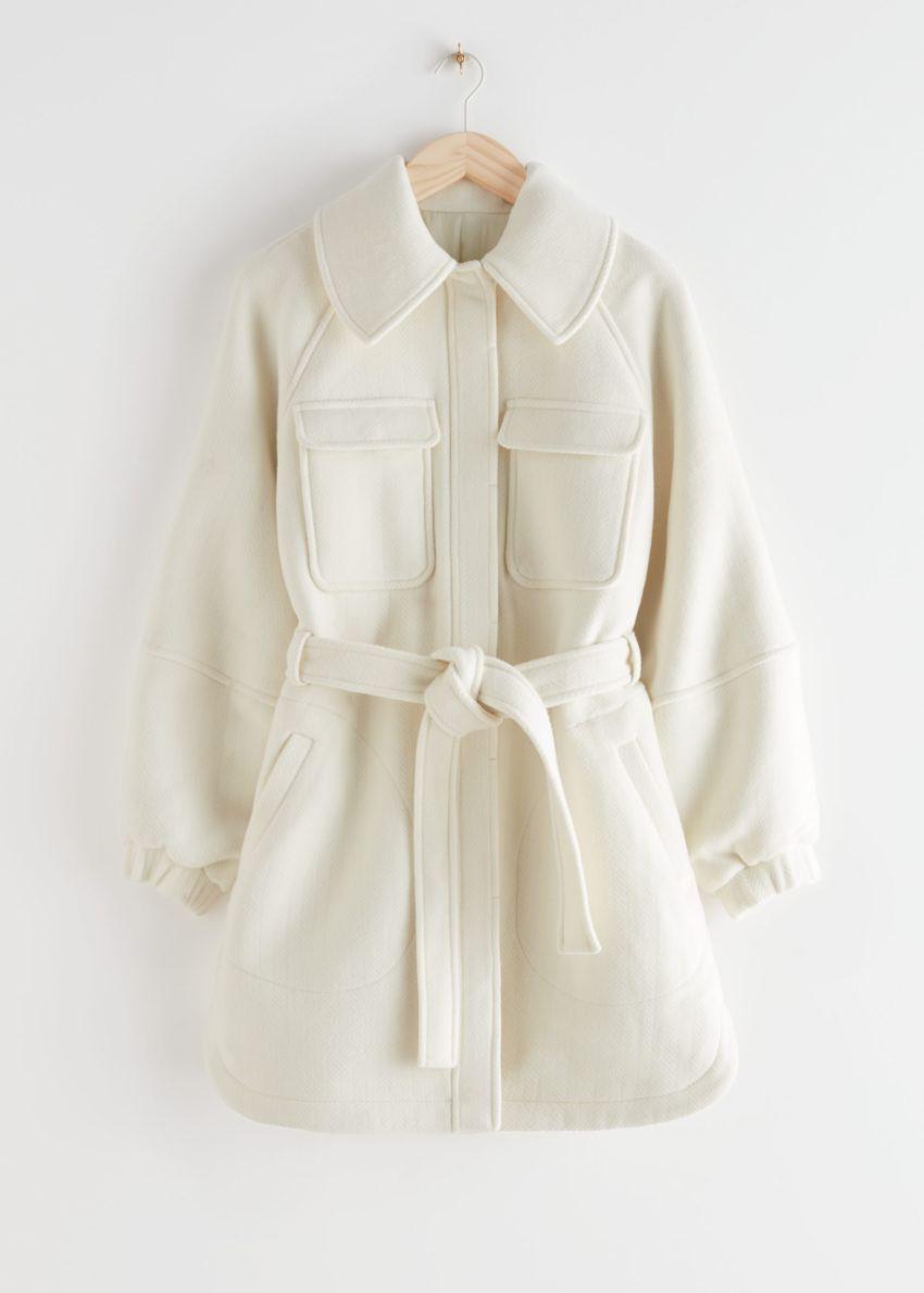 앤아더스토리즈 벨티드 오버사이즈 유틸리티 포켓 재킷의 화이트컬러 Product입니다.