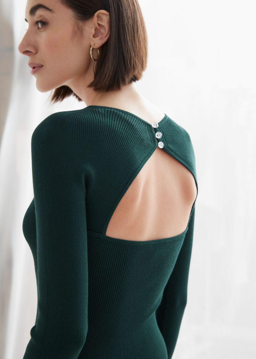 앤아더스토리즈 립 스위트하트 넥 뷔스티에 미니 드레스의 다크 그린컬러 ECOMLook입니다.