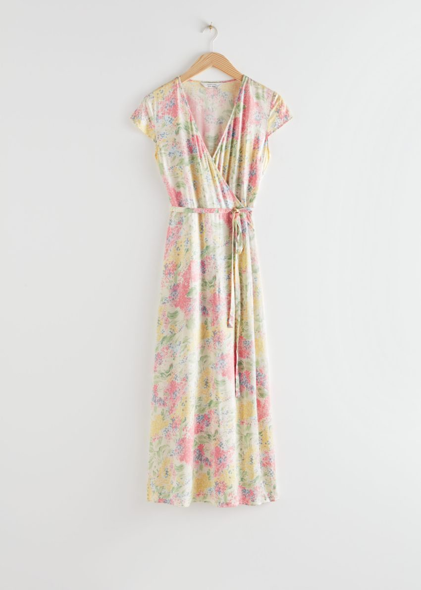 앤아더스토리즈 새틴 랩 미디 드레스의 핑크 플로럴컬러 Product입니다.