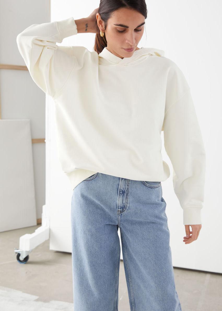 앤아더스토리즈 오버사이즈 후드 스웨트셔츠의 화이트컬러 ECOMLook입니다.