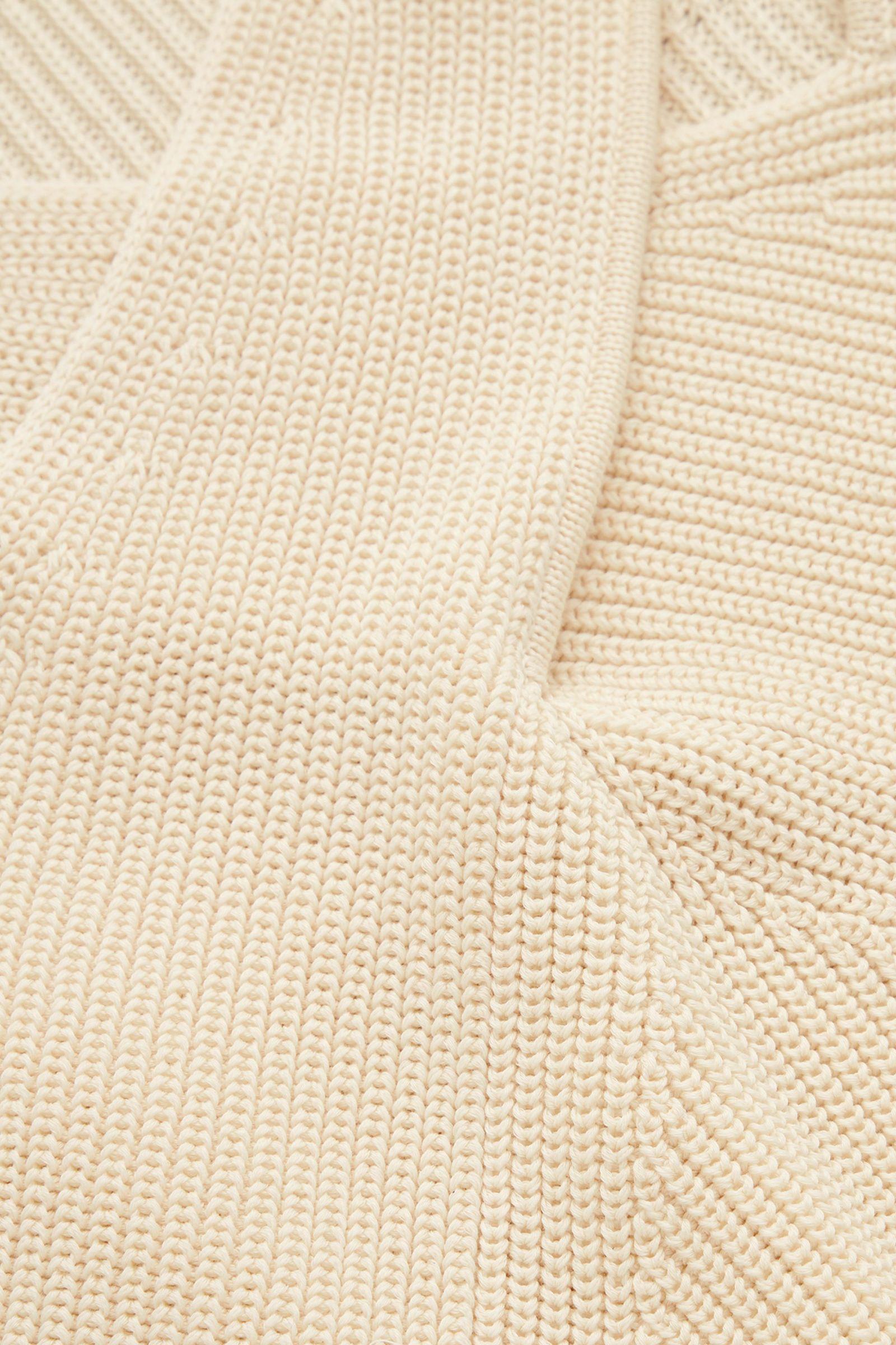 COS 코튼 드레이프드 패널 스웨터의 오프 화이트컬러 Detail입니다.