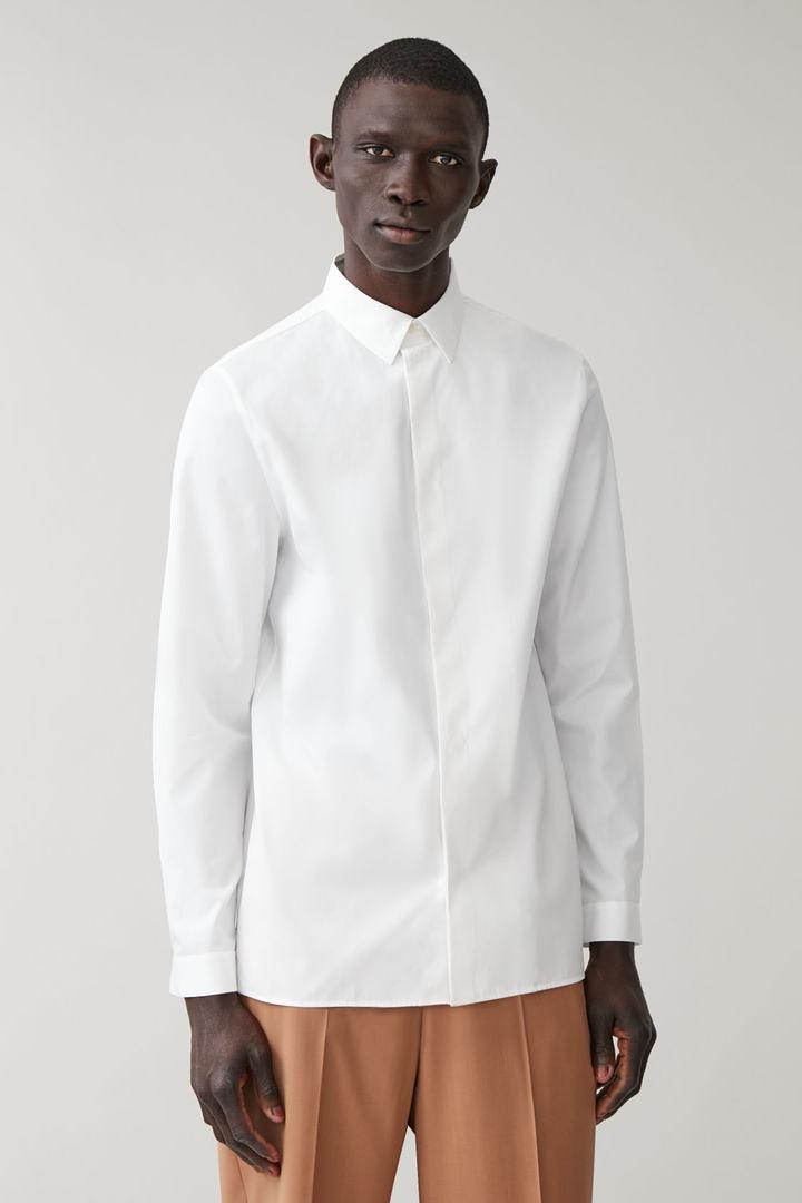 COS default image 3 of 화이트 in 애시메트릭 플래킷 셔츠