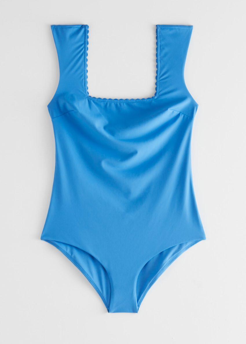 앤아더스토리즈 스캘럽 스퀘어 넥 스윔수트의 블루컬러 Product입니다.