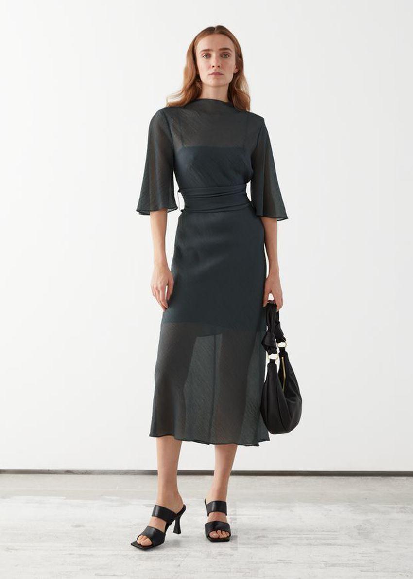 앤아더스토리즈 벨티드 미디 프린트 드레스의 다크 그레이컬러 ECOMLook입니다.