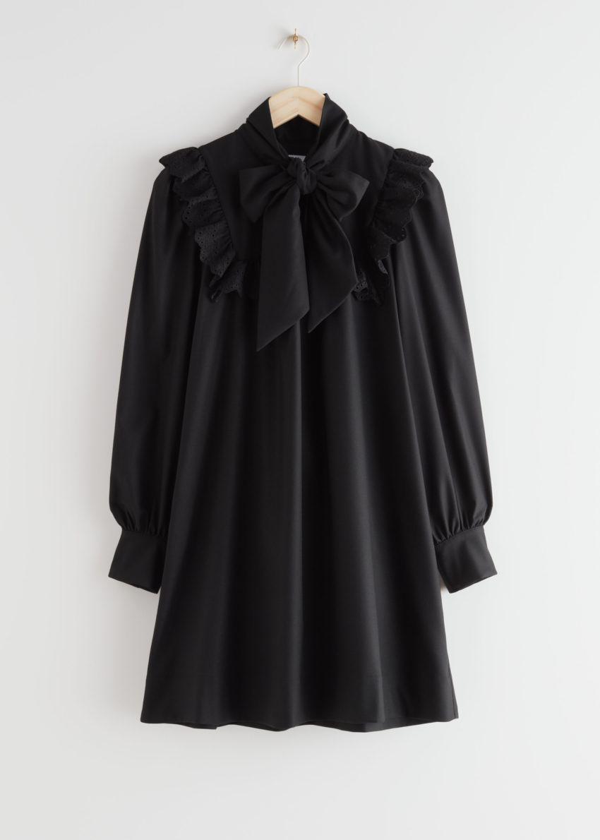 앤아더스토리즈 넥 보우 러플 미니 드레스의 블랙컬러 Product입니다.