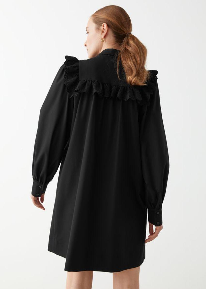 앤아더스토리즈 넥 보우 러플 미니 드레스의 블랙컬러 ECOMLook입니다.