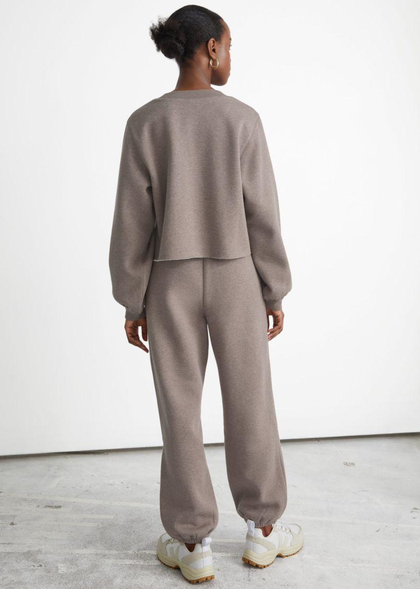 앤아더스토리즈 박시 저지 스웨터의 몰컬러 ECOMLook입니다.