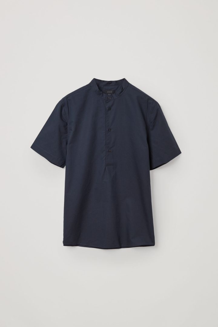COS 오가닉 코튼-라이오셀 믹스 하프 플래킷 셔츠의 블루컬러 Product입니다.