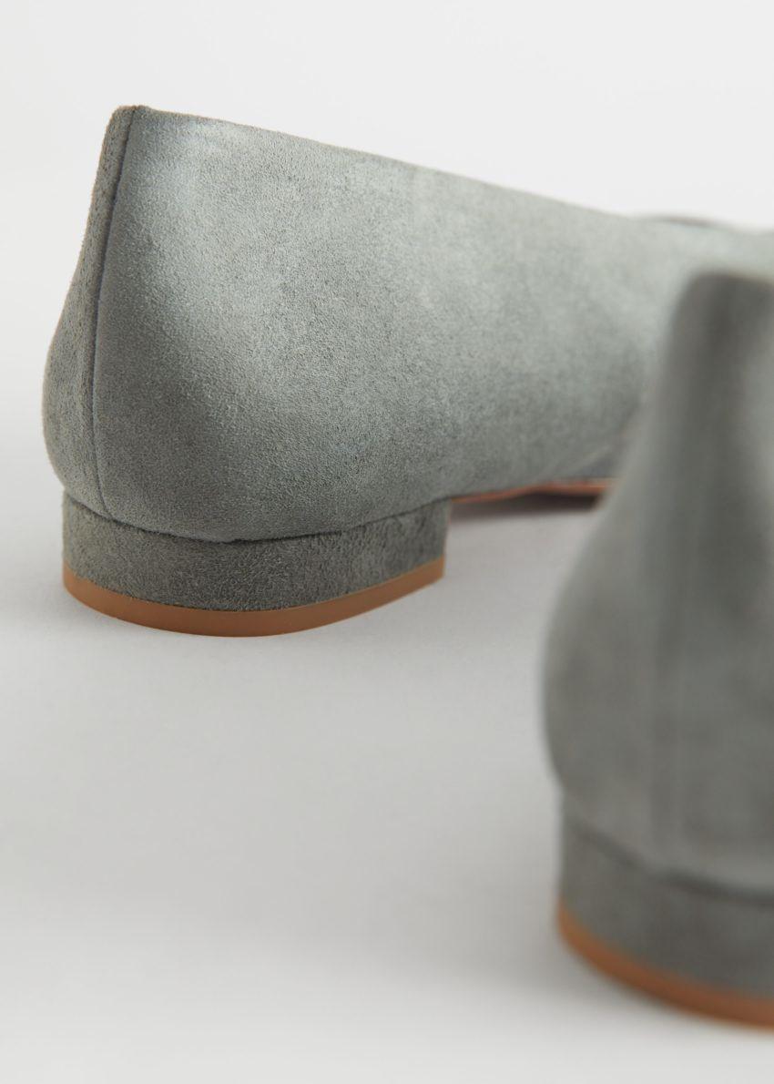 앤아더스토리즈 스웨이드 발레리나 플랫의 그린컬러 Detail입니다.