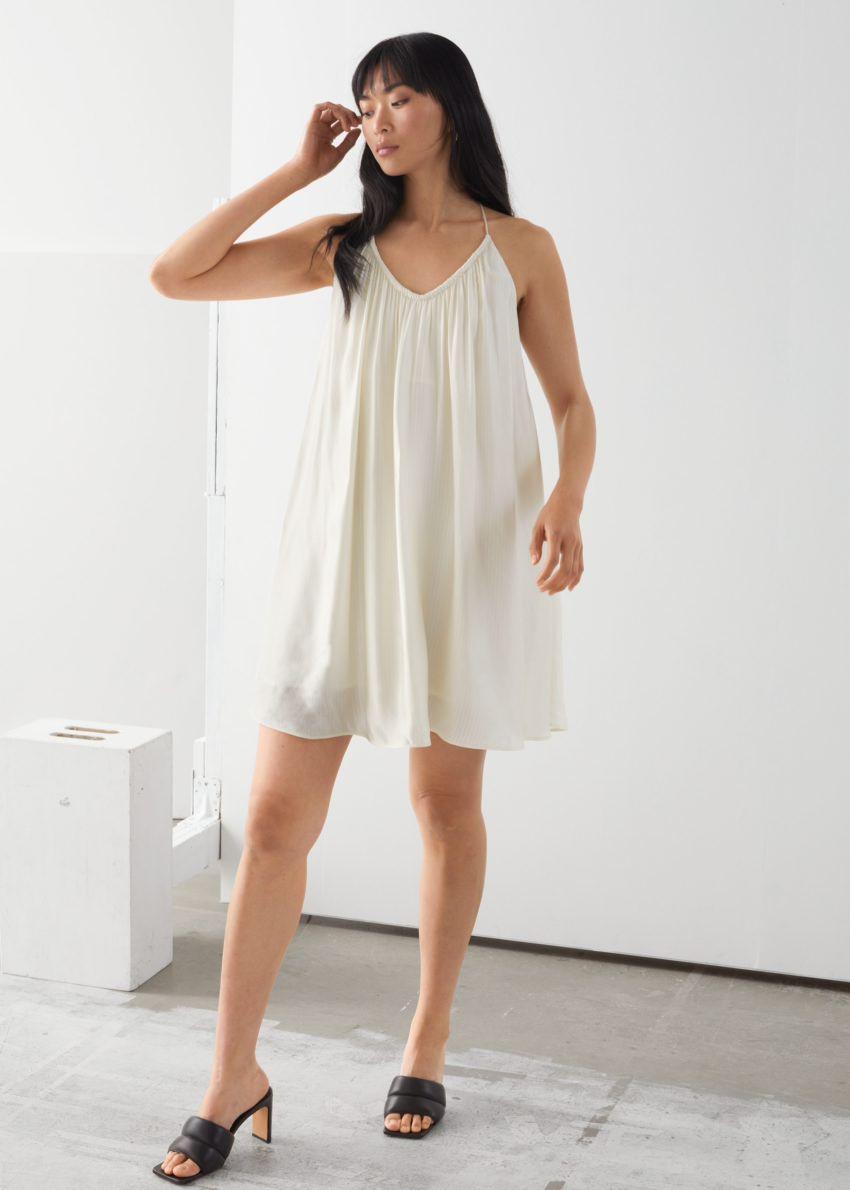 앤아더스토리즈 볼류미너스 스파게티 스트랩 미니 드레스의 크림컬러 ECOMLook입니다.