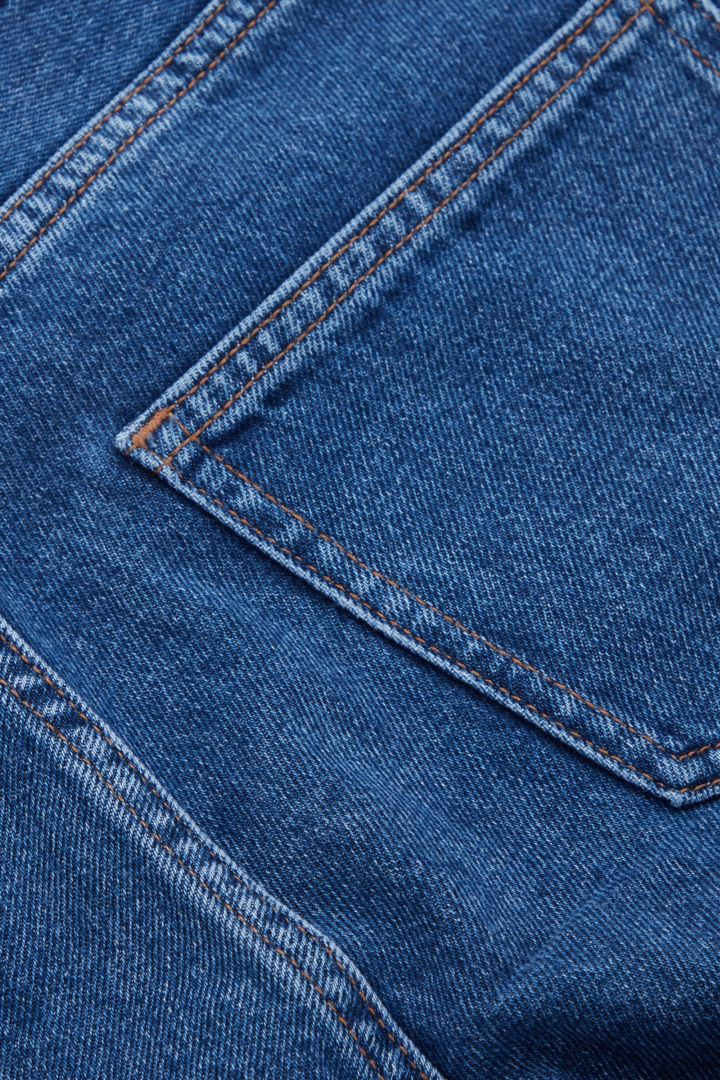 COS 오가닉 코튼 테이퍼드 레그 진의 블루컬러 Detail입니다.