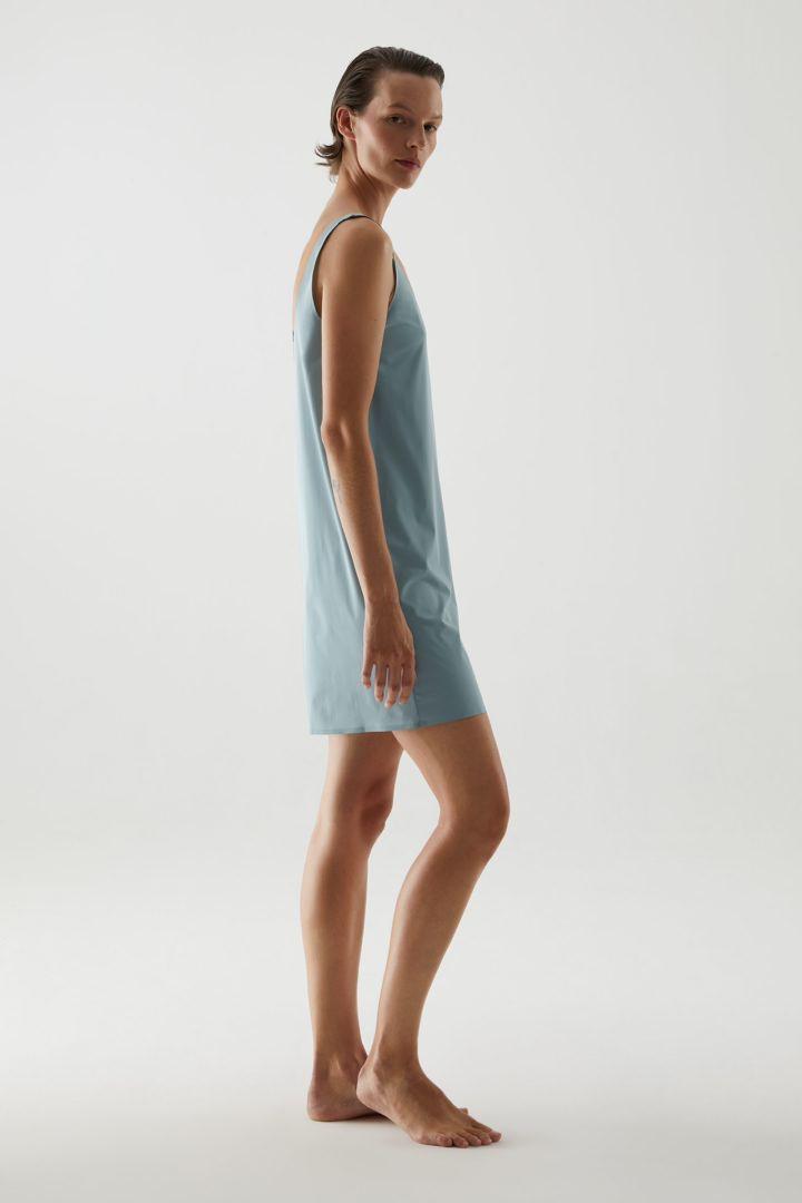 COS 심리스 슬립 드레스의 아쿠아컬러 ECOMLook입니다.