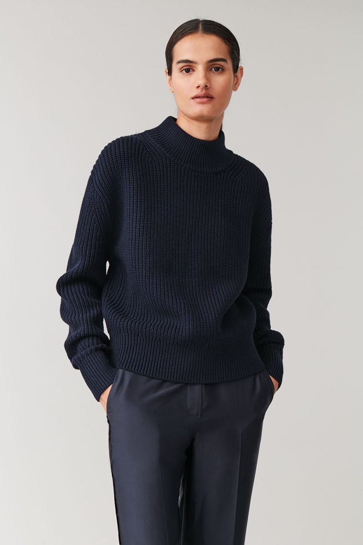 COS default image 4 of 블루 in 울 코튼 니티드 스웨터