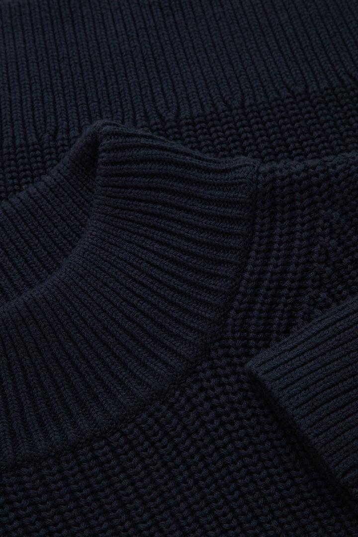 COS 울 코튼 니티드 스웨터의 네이비컬러 Detail입니다.