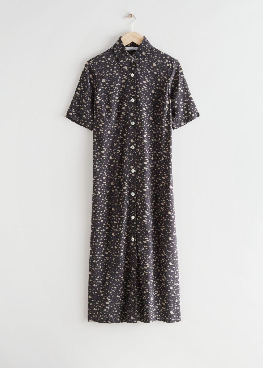 앤아더스토리즈 어저스터블 웨이스트 미디 셔츠 드레스의 브라운 프린트컬러 Product입니다.