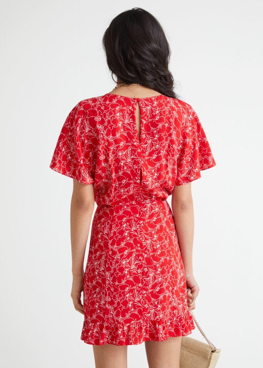 앤아더스토리즈 배트윙 슬리브 러플 미니 드레스의 레드 프린트컬러 ECOMLook입니다.