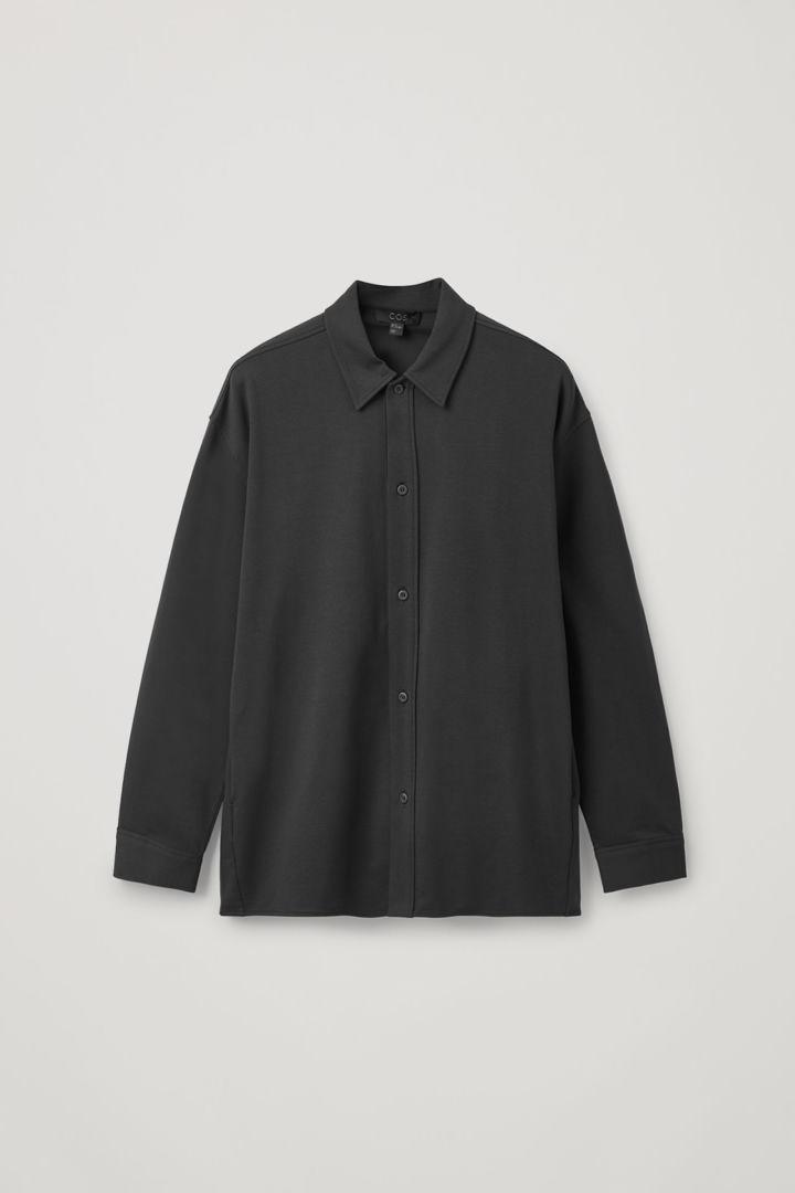 COS hover image 11 of 블랙 in 릴랙스드 틱 코튼 셔츠