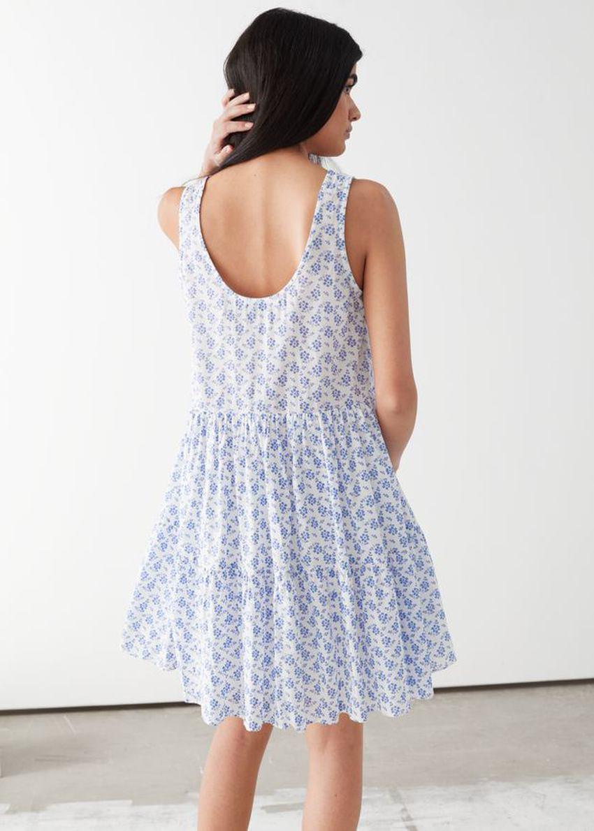 앤아더스토리즈 릴렉스드 개더드 미니 드레스의 블루 플로럴컬러 ECOMLook입니다.