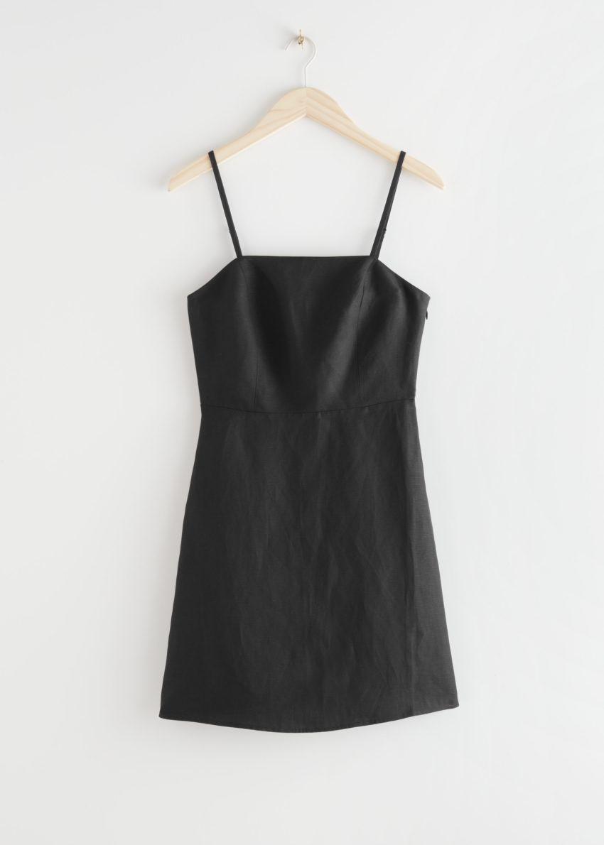 앤아더스토리즈 피티드 리넨 블렌드 미니 드레스의 블랙컬러 Product입니다.