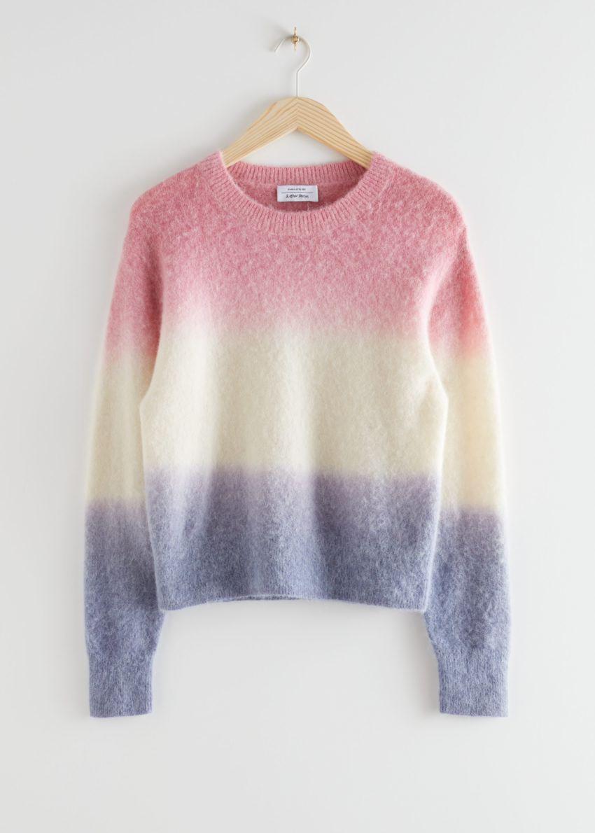 앤아더스토리즈 스트라이프 니트 스웨터의 멀티 스트라이프컬러 Product입니다.