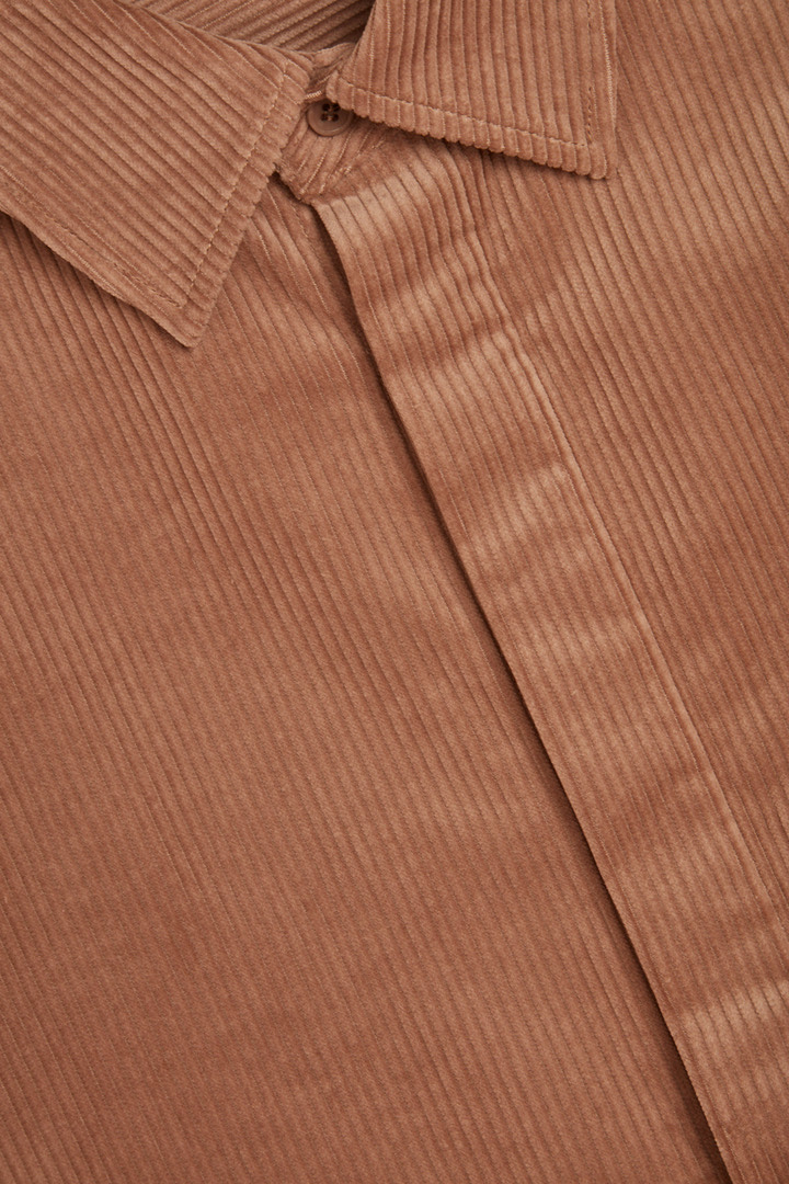 COS 코튼 코듀로이 셔츠의 브라운컬러 Detail입니다.