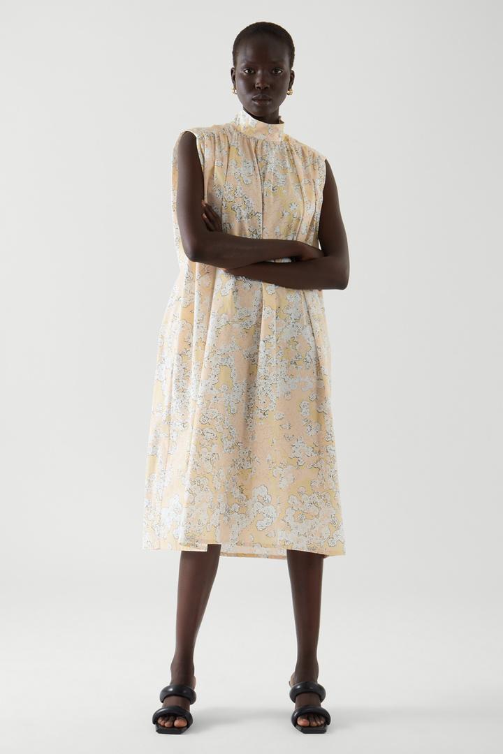 COS default image 1 of  in 슬리브리스 스모킹 드레스