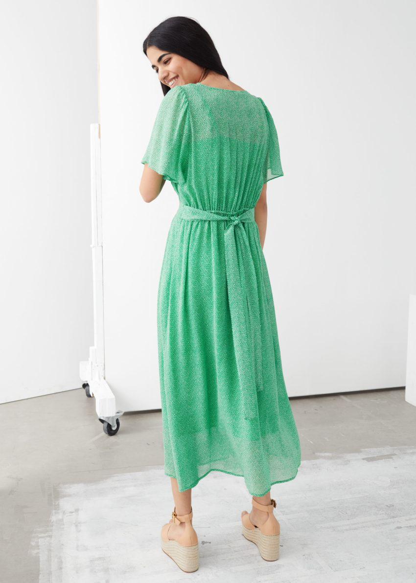 앤아더스토리즈 플로럴 프린트 미디 드레스의 그린 프린트컬러 ECOMLook입니다.