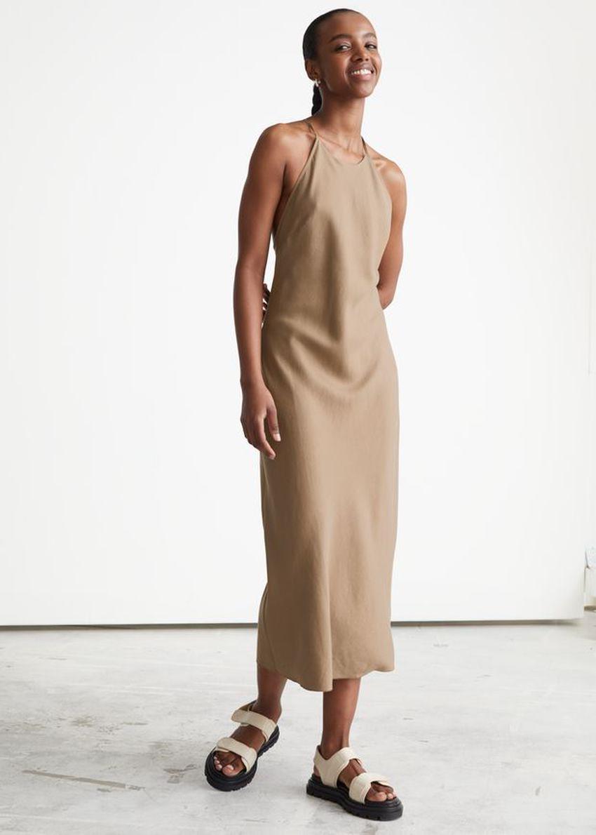 앤아더스토리즈 크리스 크로스 스트랩 미디 드레스의 브라운컬러 ECOMLook입니다.