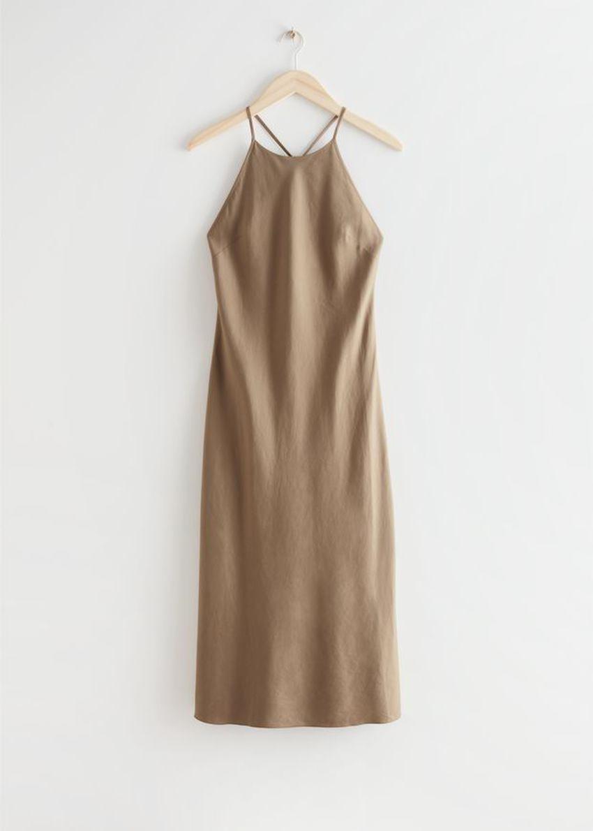 앤아더스토리즈 크리스 크로스 스트랩 미디 드레스의 브라운컬러 Product입니다.