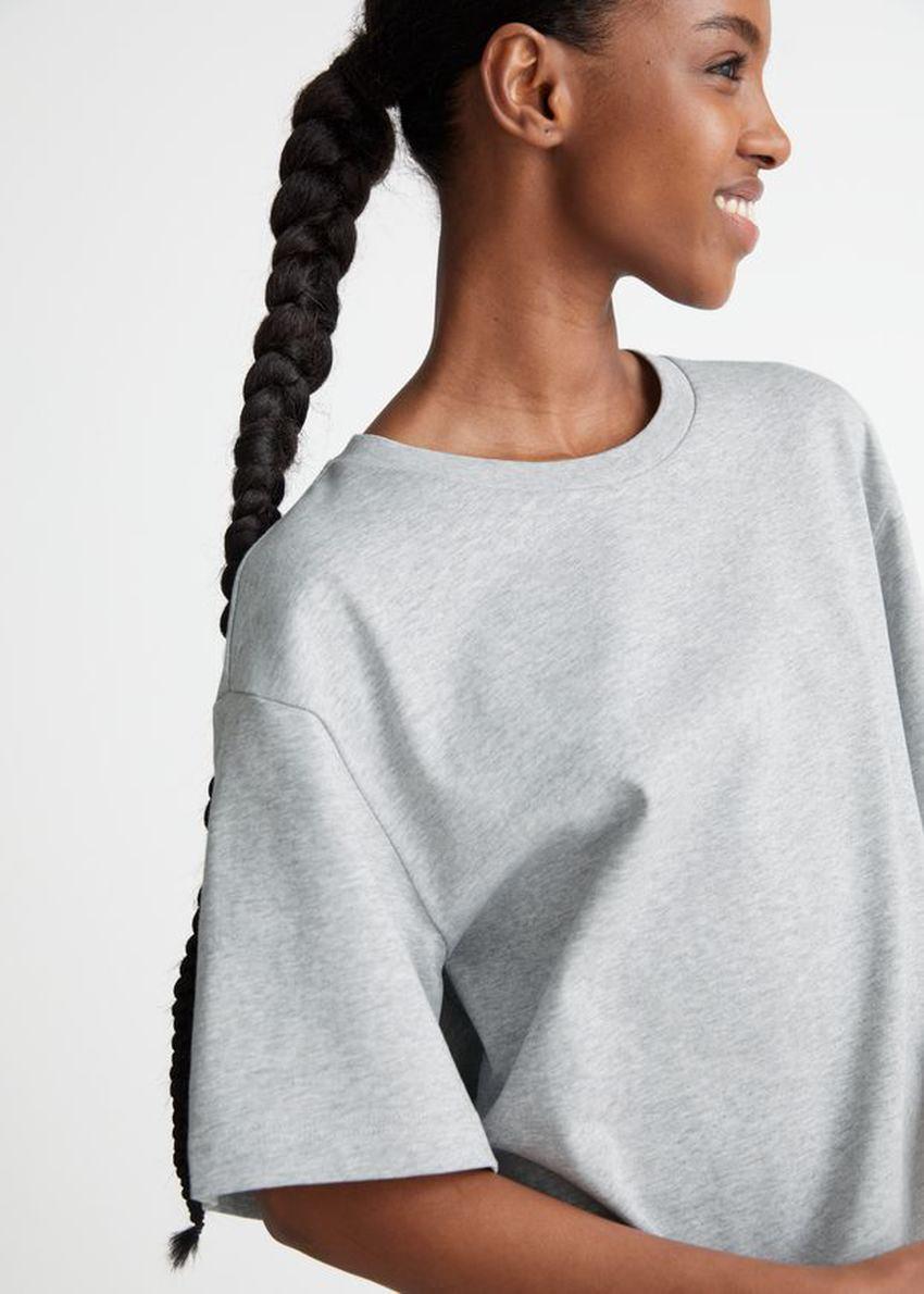 앤아더스토리즈 릴렉스드 티셔츠 미니 드레스의 그레이 멜란지컬러 ECOMLook입니다.