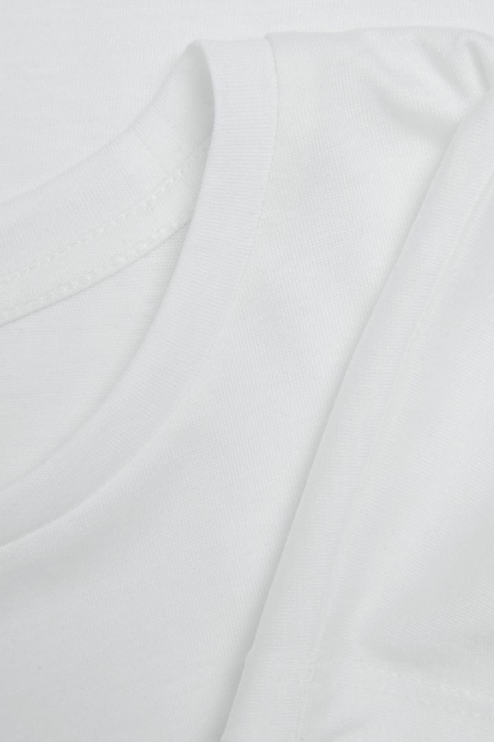 COS 오가닉 코튼 믹스 티셔츠의 화이트컬러 Detail입니다.