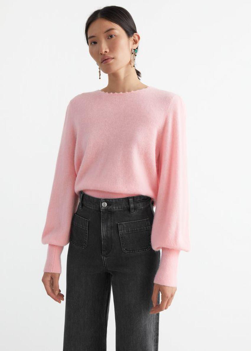 앤아더스토리즈 릴렉스드 알파카 블렌드 보블 넥 스웨터의 라이트 핑크컬러 ECOMLook입니다.