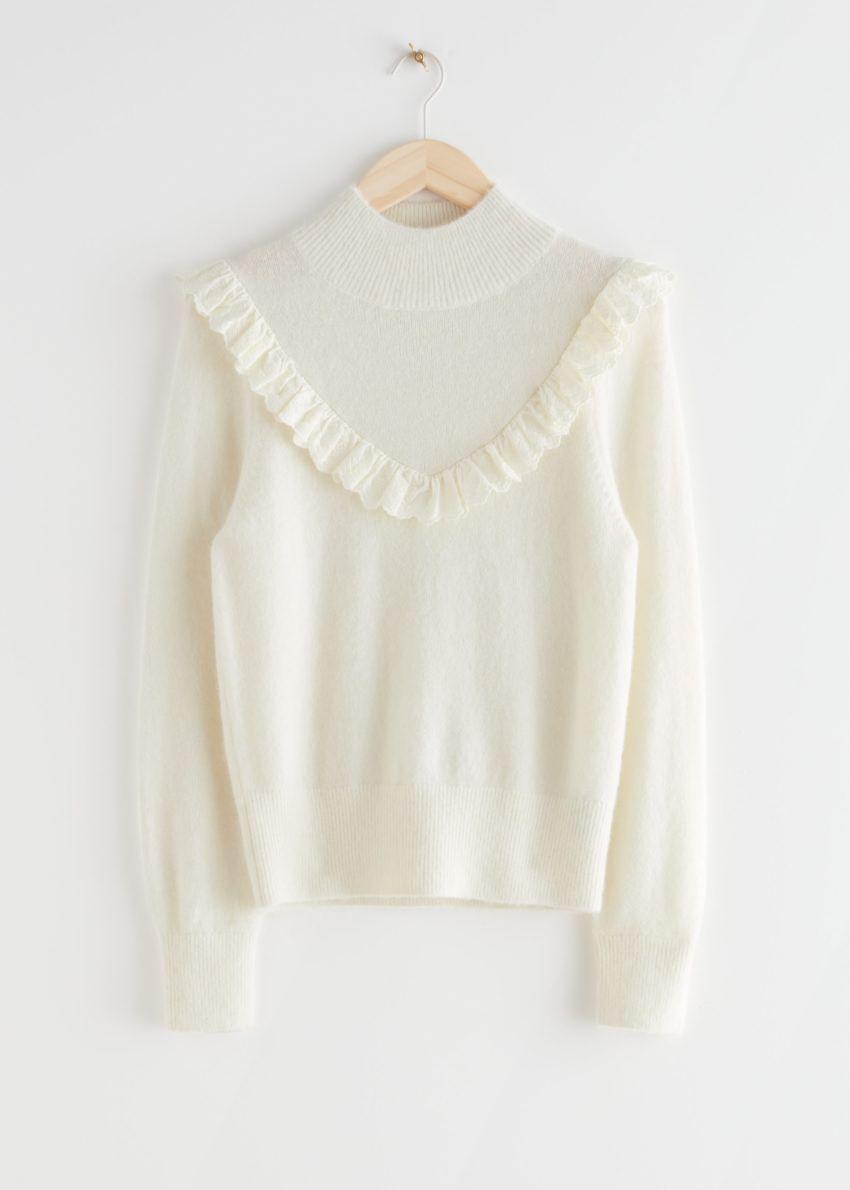 앤아더스토리즈 러플 터틀넥 니트 스웨터의 크림컬러 Product입니다.