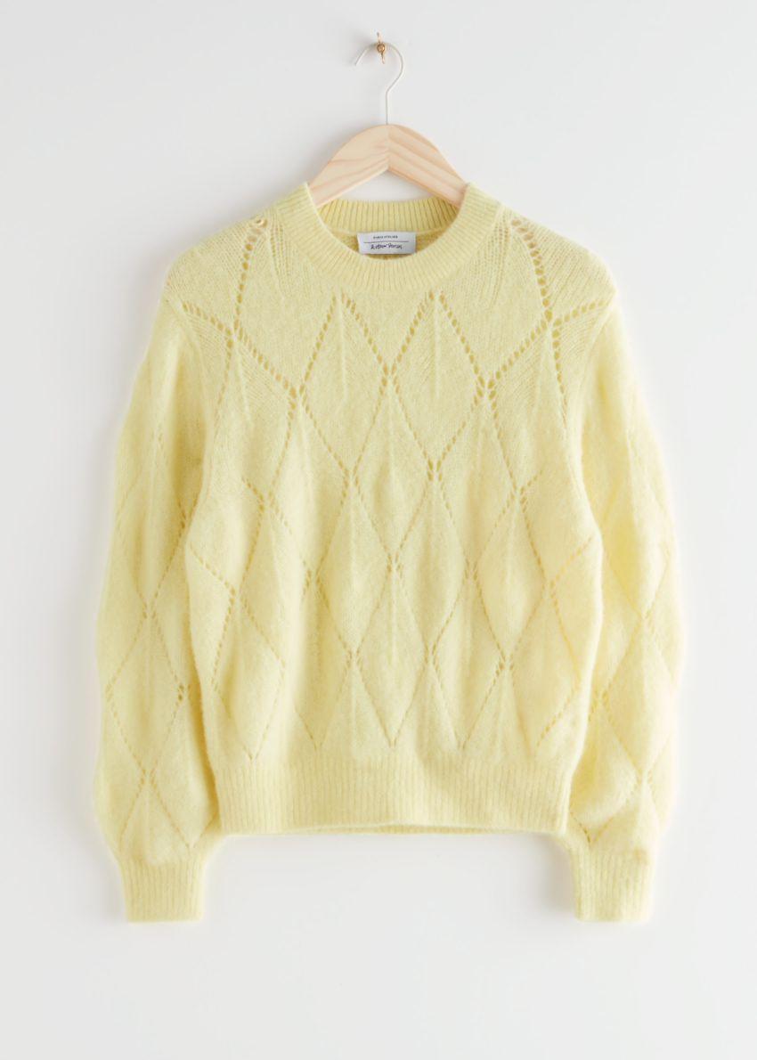 앤아더스토리즈 알파카 블렌드 니트 스웨터의 옐로우컬러 Product입니다.