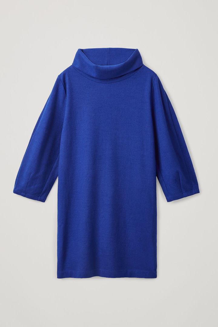 COS 울 코튼 코쿤 드레스의 코발트 블루컬러 Product입니다.