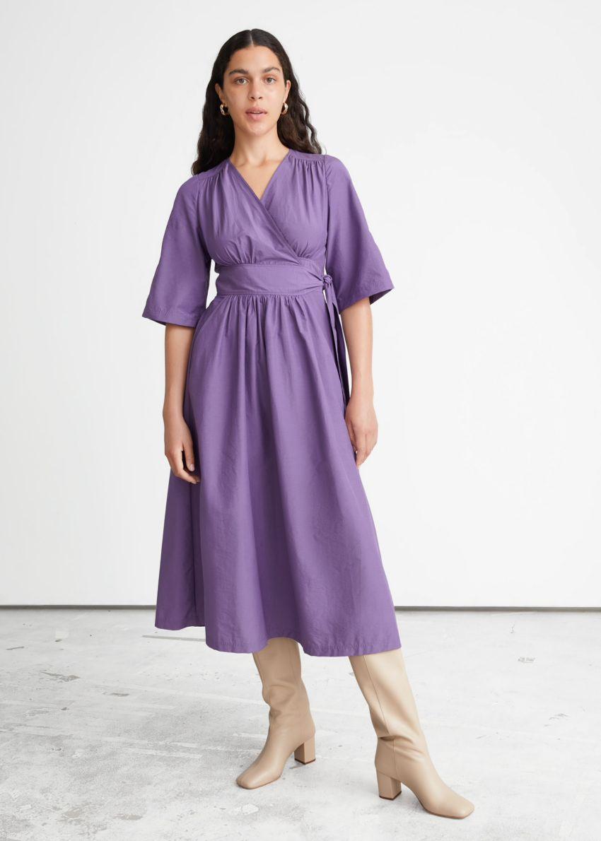 앤아더스토리즈 볼류미너스 미디 랩 드레스의 퍼플컬러 ECOMLook입니다.