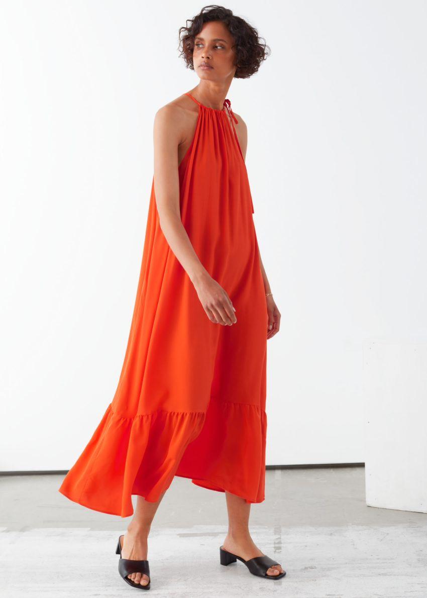 앤아더스토리즈 홀터넥 A라인 미디 드레스의 오렌지컬러 ECOMLook입니다.
