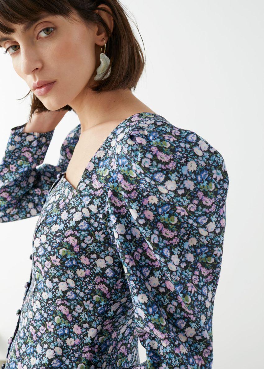 앤아더스토리즈 버튼 업 퍼프 슬리브 미니 드레스의 플로럴컬러 ECOMLook입니다.