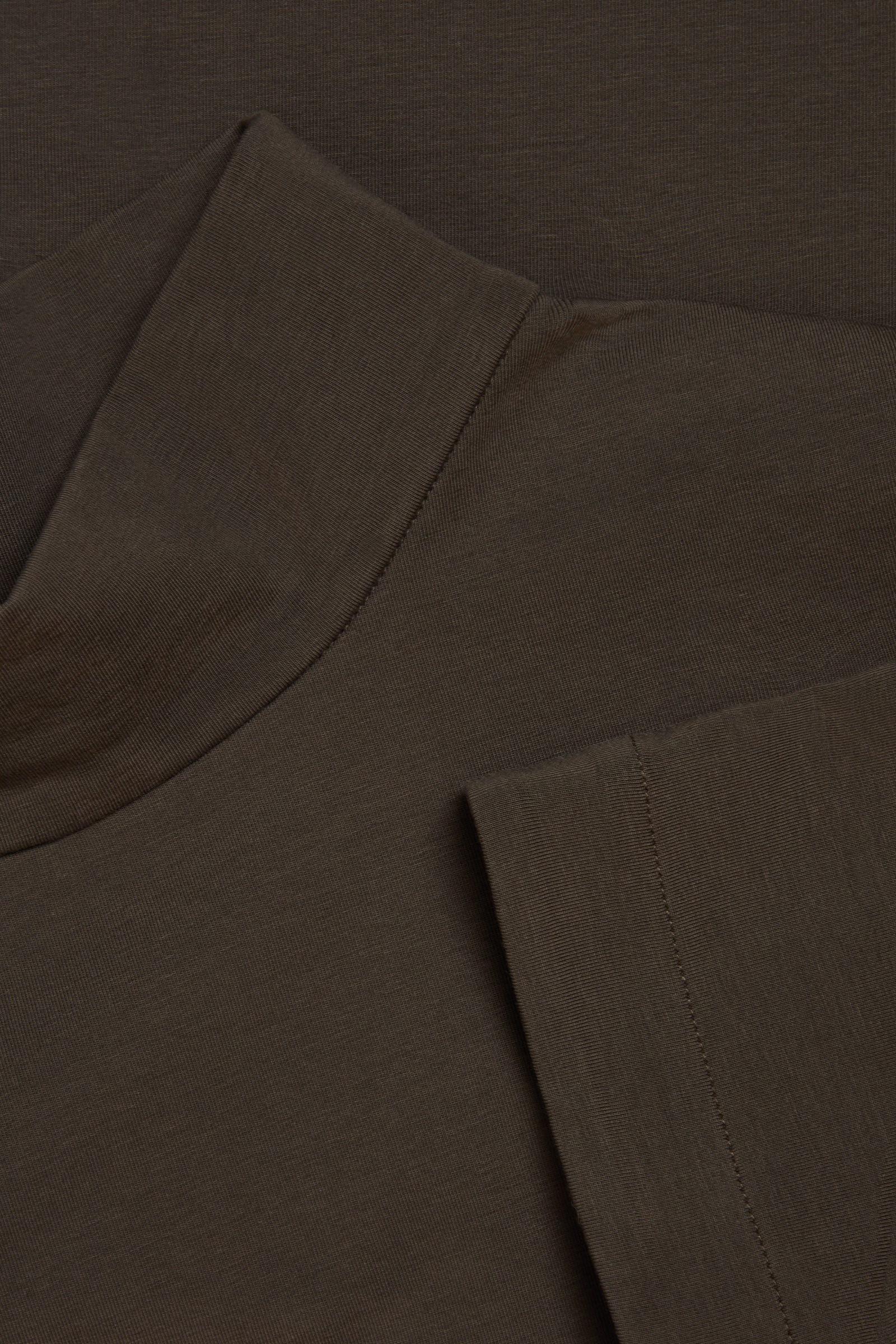 COS 코튼 하이 넥 드레스의 브라운컬러 Detail입니다.