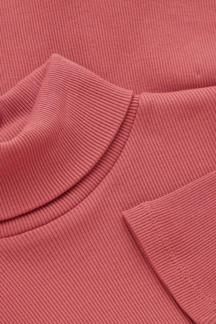 COS 롤넥 오가닉 코튼 탑의 핑크컬러 Detail입니다.
