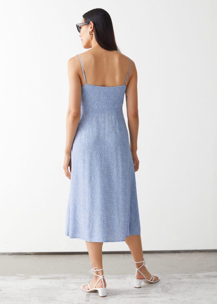 앤아더스토리즈 프린트 스트래피 미디 드레스의 블루 프린트컬러 ECOMLook입니다.