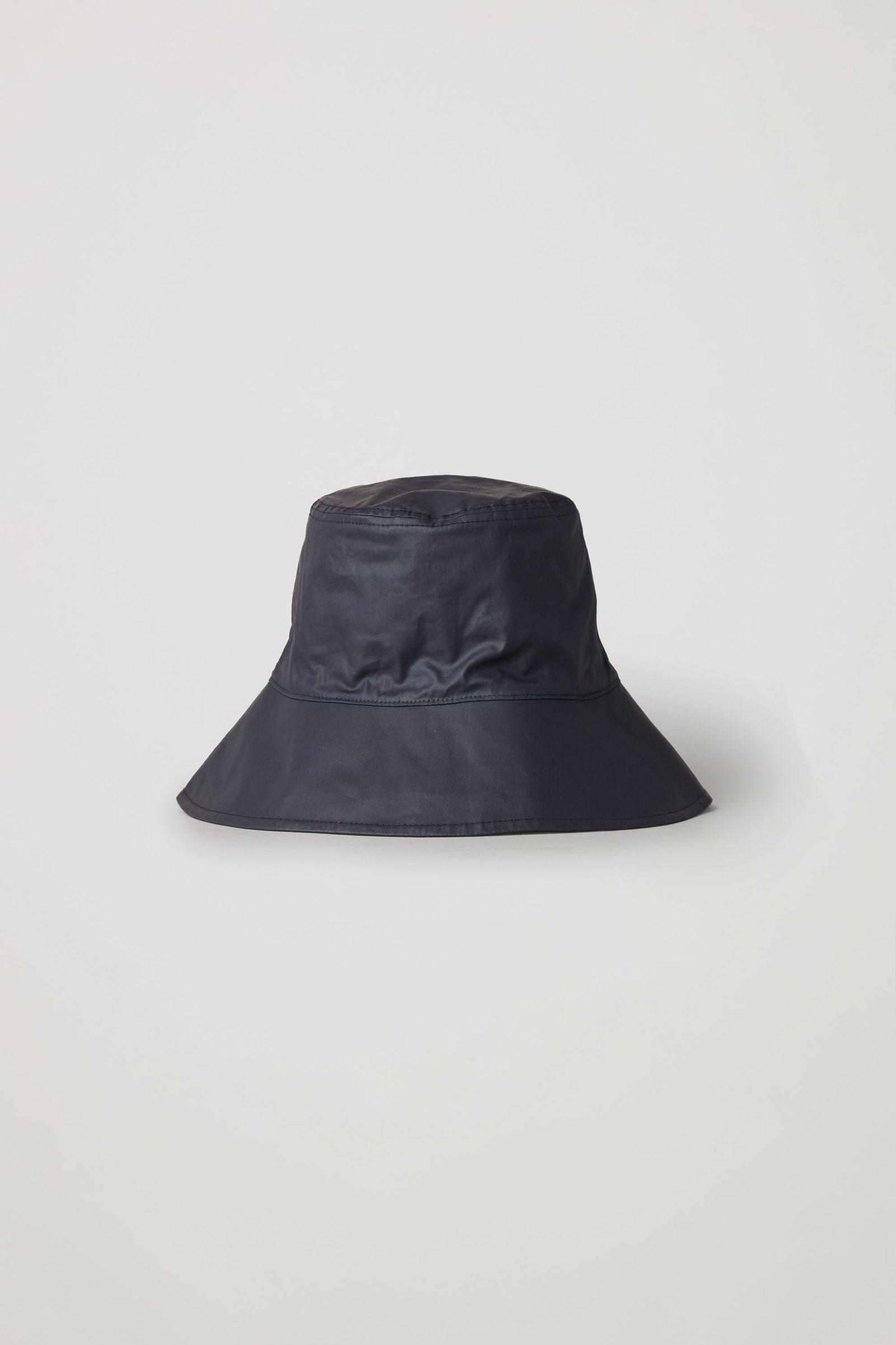 COS 코튼 버킷 햇의 블루컬러 Product입니다.