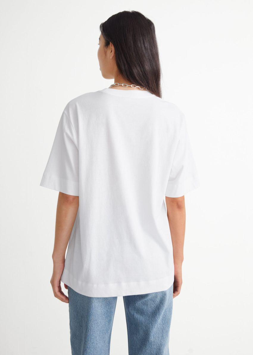 앤아더스토리즈 릴렉스드 크루넥 티셔츠의 화이트컬러 ECOMLook입니다.