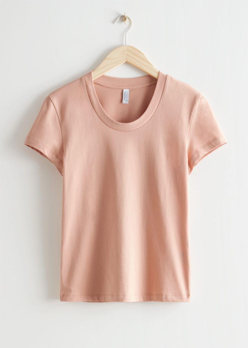 앤아더스토리즈 피티드 티셔츠의 베이지컬러 Product입니다.